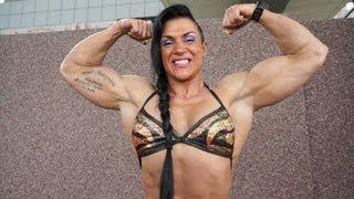 Suzy Kellner playing with her muscles - at FIBO Germany - part II