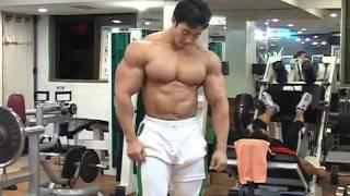 Huge Bodybuilder Demonstrates The Eight Mandatory Poses