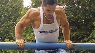 Muscle ups in the park - Bodybuilding Pull Ups Power Move