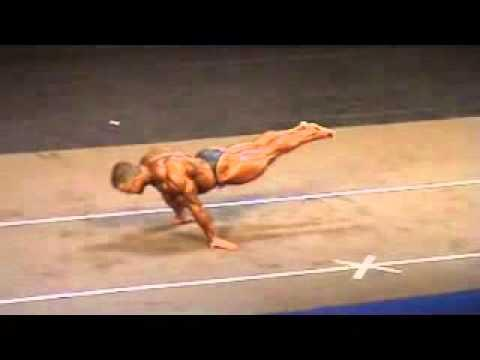 Full Plance - A super heavyweight bodybuilder does full planche.